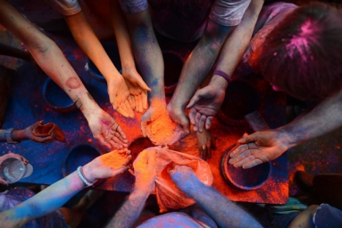 Holi 2019: Celebrate This Holi With These Six DIY Natural Holi Colors That Are Benign and Healthy for Skin